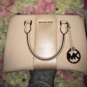 Michael Kors hang bag